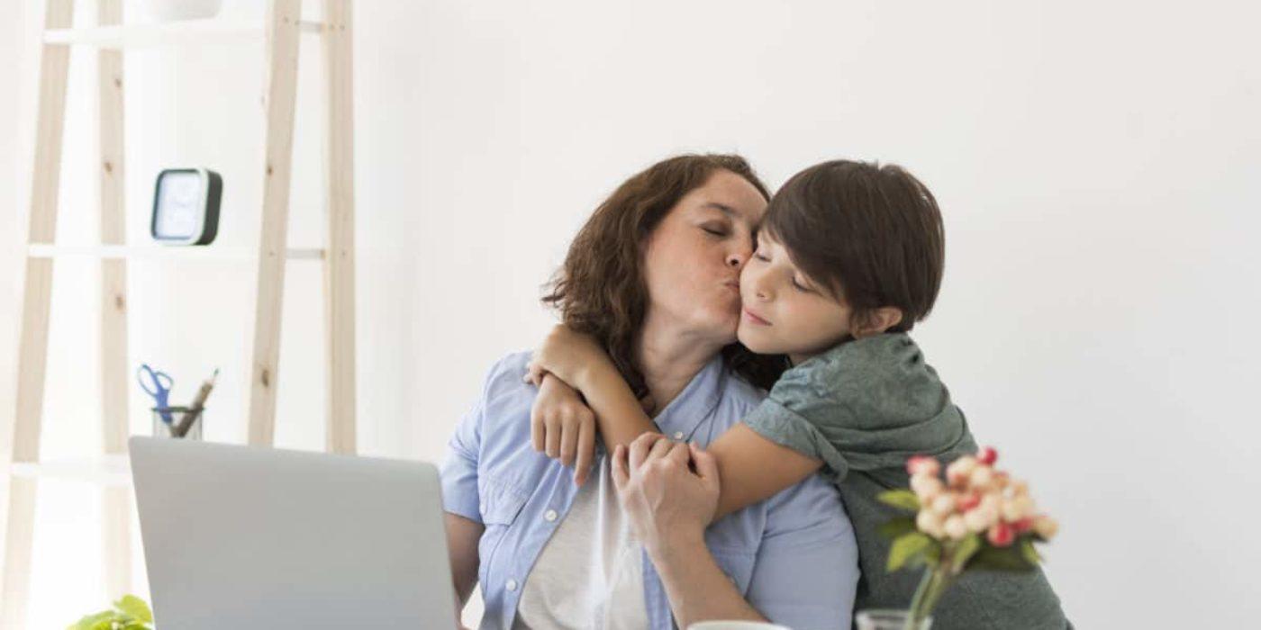 Wie es für Mütter wirklich ist, von zu Hause aus zu arbeiten?