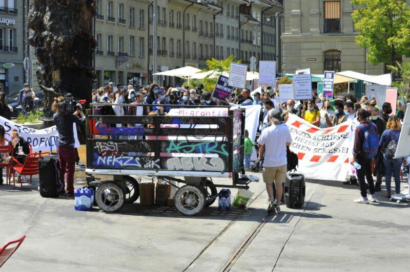 Friedliche Demo gegen unmenschliche Isolation